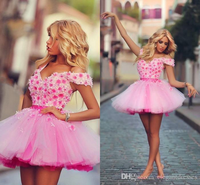 2016 Sexy Ball Gown Short Off spalla rosa Tulle Fiori Plus Size Abiti Homecoming Rosa Ruffle Plus Size Abiti da cocktail di qualità