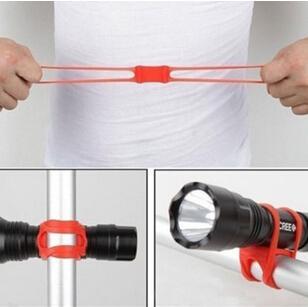 Nuova vendita calda bicicletta in silicone torcia cravatta cinghia moda portatile telefono torcia luce titolare accessori da ciclismo