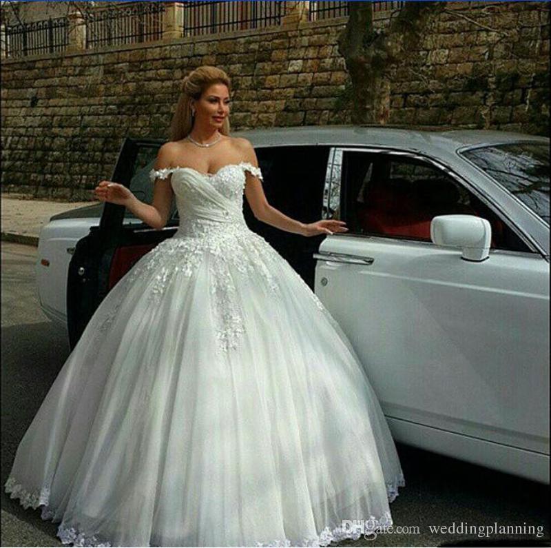 قمم خمر فساتين الزفاف شير عارية الذراعين الرباط شاطئ فساتين الزفاف الإمبراطورية أزرار المغطاة ألف خط فساتين الزفاف بأكمام قصيرة