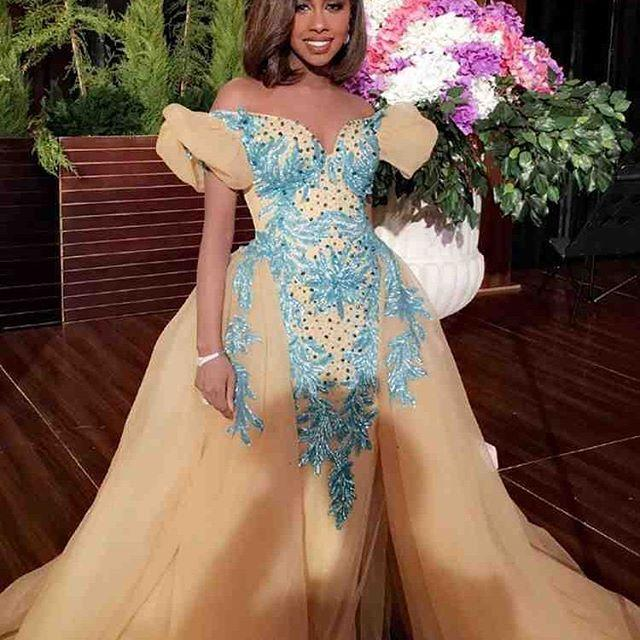 2016 FOUAD SAKIS Abiti da sera in oro con gonna oversize con spalle scoperte Giulietta Maniche corte ricamo blu Dubai Celebrity Dresses MNM Couture