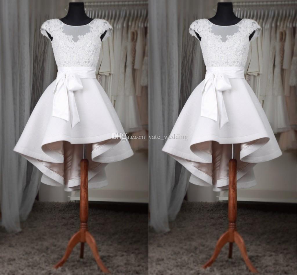 화이트 짧은 홈 커밍 드레스 깎아 지른개 모자 슬리브 Appliques 레이스 새틴 맞춤 제작 낮은 낮은 댄스 파티 드레스 빠른 배송