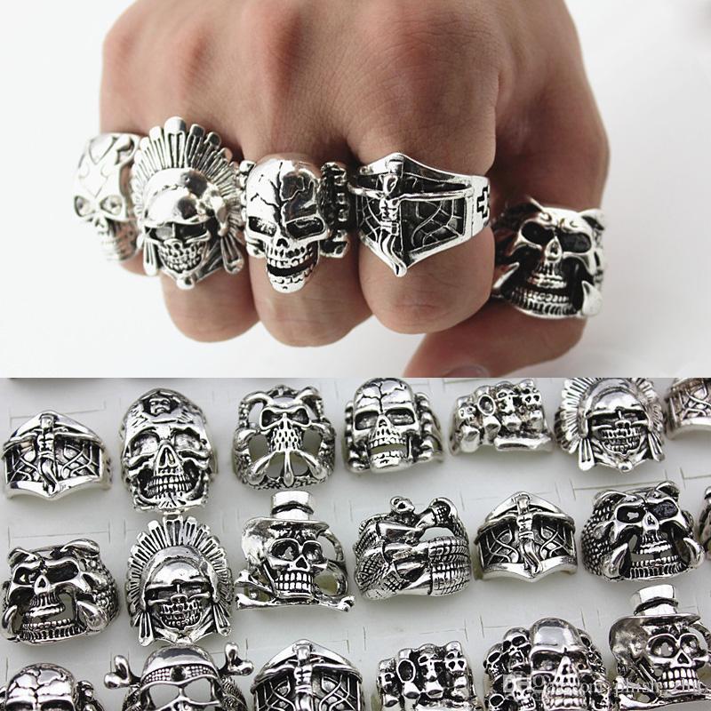 Heiße verkaufende Retro Mens Gothic Big Skull Ring Geschnitzte Punk Style Großhandelsmassen Anti-Silber Religion Statement Ringe