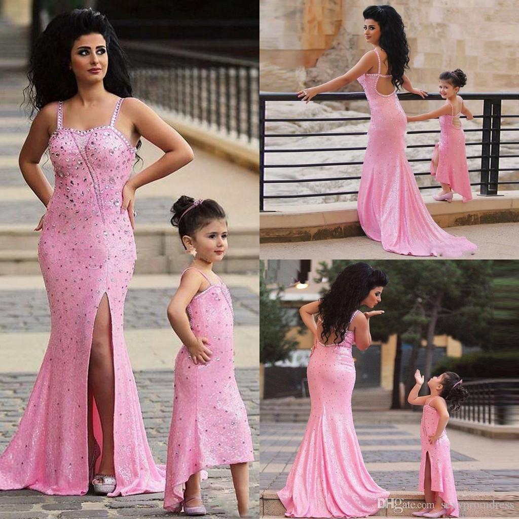 Abiti da promenade in rilievo spaghetti rosa Abiti da sera aperti a sirena con spacchi laterali Sweep Train Abiti da festa per madre e figlia Abiti per le donne