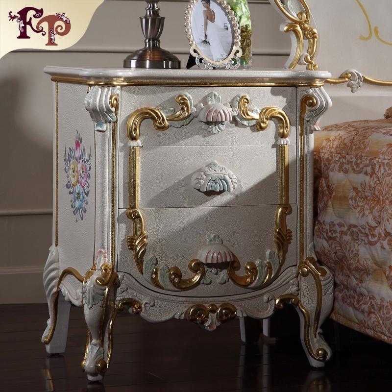 Antike handgeschnitzte Möbel - klassisches provinzielles Hauptmöbelbettstand-Schlafzimmermöbelbettkabinett