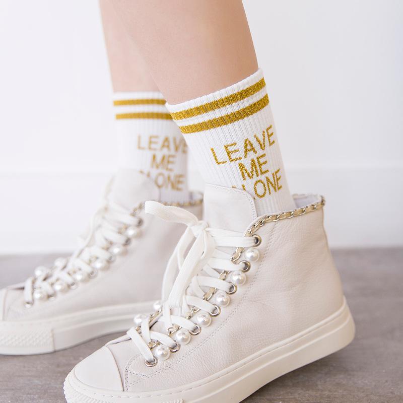 Yeni Komik Harfler Pamuk Kadın Çorap Trendy Iki Stripes Tüp Çorap Moda Kişiselleştirilmiş Hip Hop Beni Yalnız Çorap Bırakın