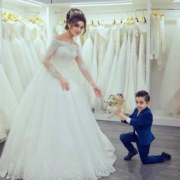 Elegant Off The Shoulder Wedding Dresses Sheer Long Sleeves Lace Appliqued Custom Made Bridal Gowns Garden