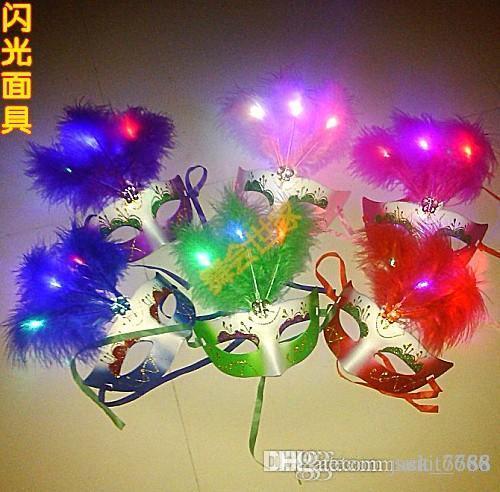 무료 배송 특별 뜨거운 무도 마스크 LED 빛 다채로운 눈길 크리스마스 마스크 여성 마스크 깃털 마스크