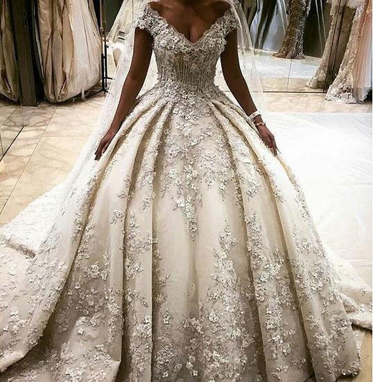 Abiti da sposa di lusso 2017 Abiti da sposa Dubai Deep Lace con scollo a V in pizzo abiti da sposa stile Medio Oriente