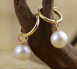 Charmant ein Paar 11-12mm Südsee weiße runde Perlenohrringe aus 14k Gold