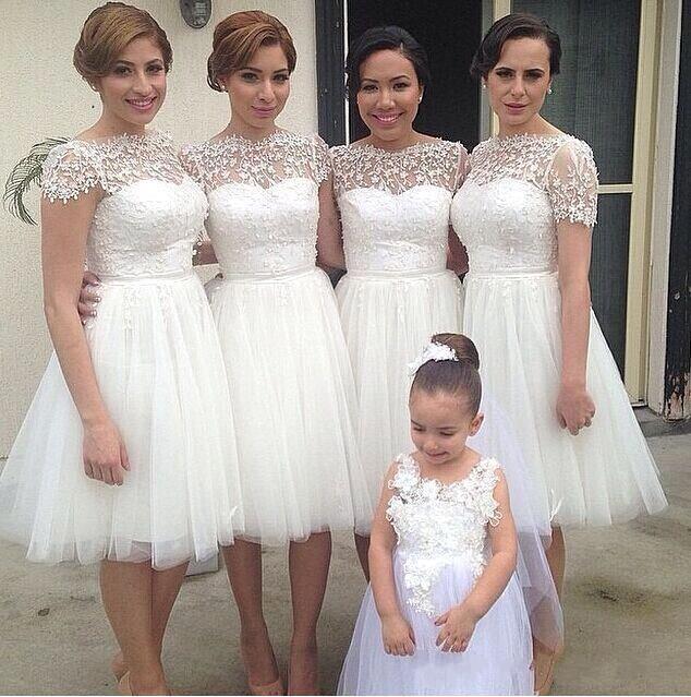 2016 New White Short Bridesmaid Dresses Bateau Neck Tulle Knee Length Lace Appliques 3D Floral Plus Size Maid of Honor Bridal Party Gowns