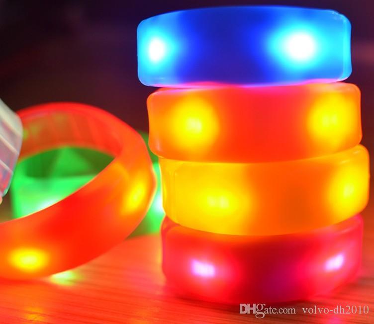 2017 nuova LED plastica braccialetto luminoso, colore reale braccialetto controllo sano opaca, vibrazione istantaneo braccialetto LLFA