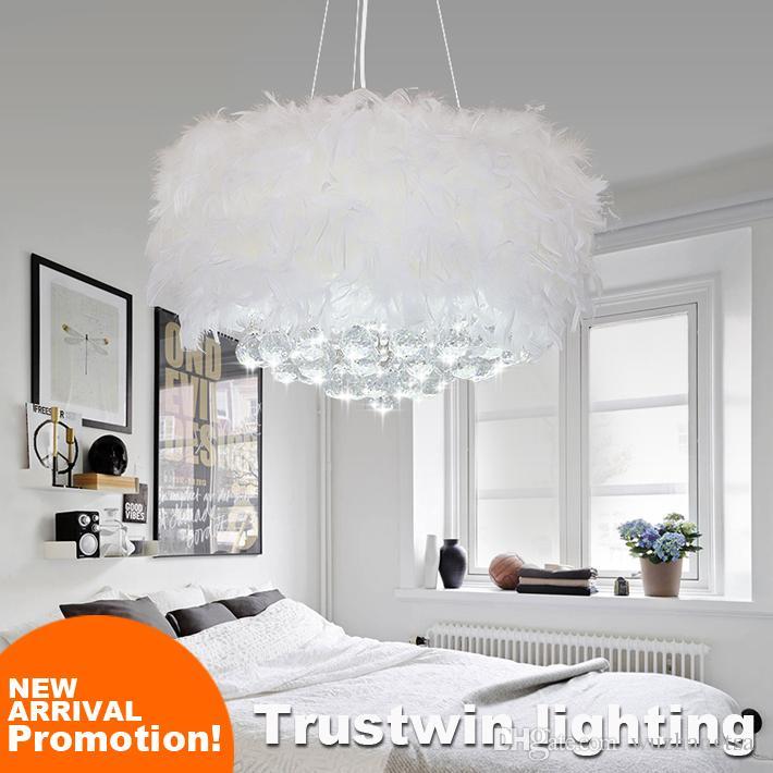 Incrível estilo romântico plumagem estilo plumagem com lâmpada lâmpada branco moderno teto pendurado lâmpada de cristal candelabro de penas LED