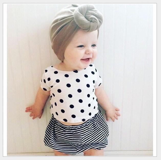 사랑스러운 아기 여름 의류 세트 2016 새 아기 여자 폴카 도트 짧은 소매 티셔츠 탑스 + 스트 라이프 반바지 2pcs 세트 어린이 정장 아동 복장