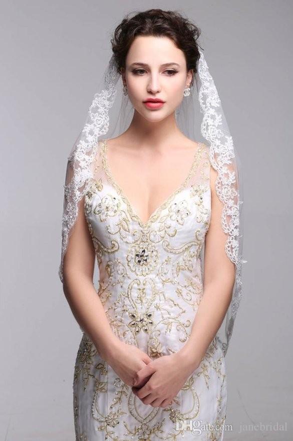 Una capa de borde de encaje Corto velo de novia Hermoso blanco marfil velo de novia velo de Noiva