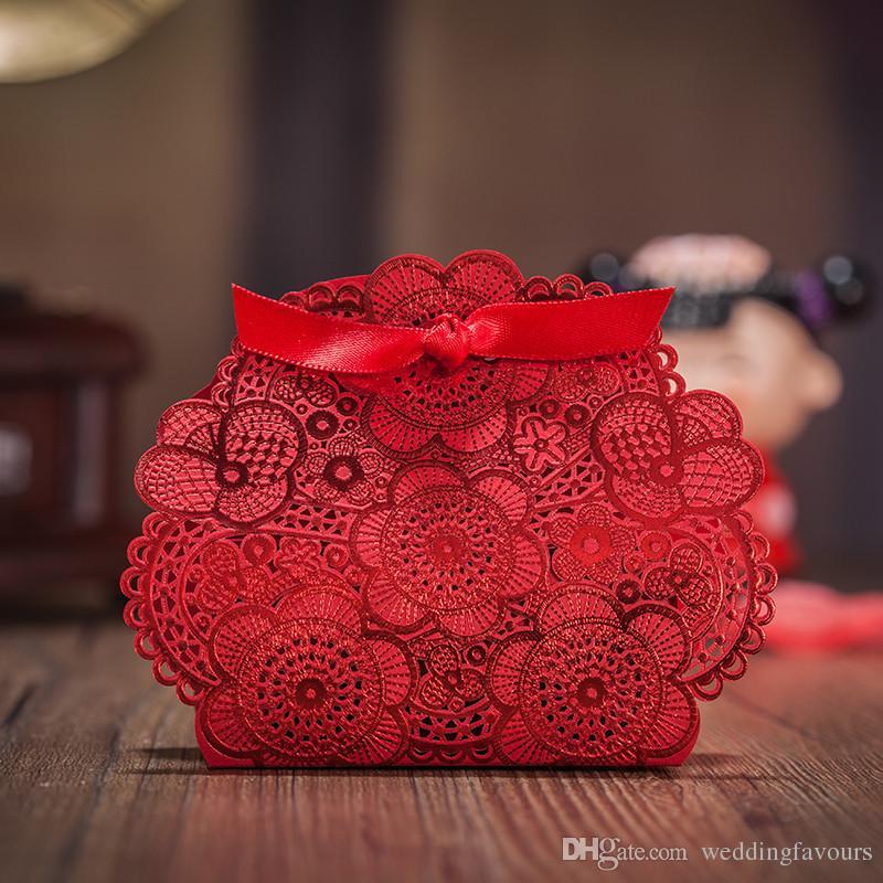LIVRAISON GRATUITE 50 PCS Découpés Au Laser Rouge Dentelle Boîtes De Fleurs avec Ruban Porte-Boucles D'oreille Faveurs De Mariage Fournitures De Fête Boîtes De Faveur Boîtes De Bonbons