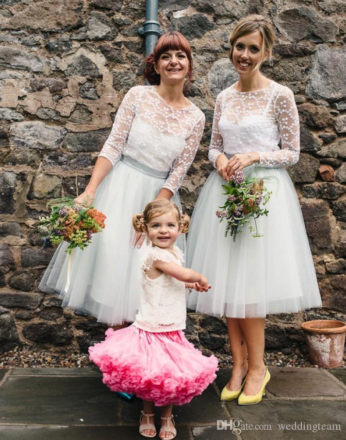 Günstige Spitze Tee Länge Land Brautjungfern Kleider Sheer Bateau Hals A-line Hochzeit Gastkleid mit langen Ärmeln Kurzer Maid of Honor Gowns
