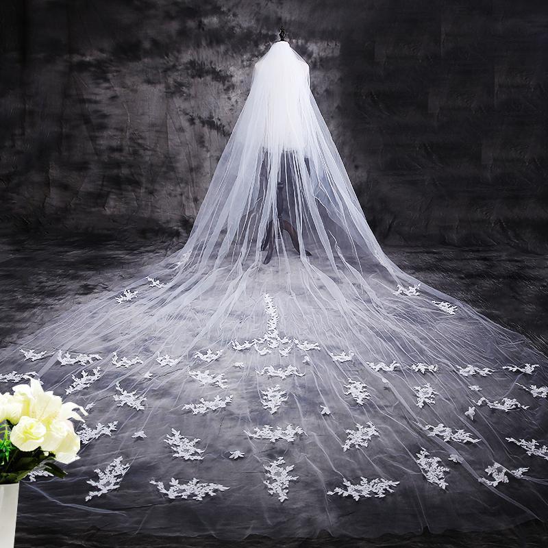 Nouveau Hot Velos de Novia 3-5 mètres 2T Dentelle Wikinivory Appliques Purfle Veil de mariage de cathédrale longue avec peigne Strass Flower Satin