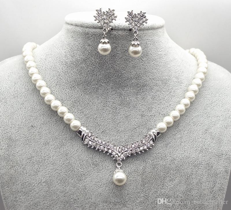 Set di gioielli per orecchini e collana di nozze in cristallo placcato oro bianco con perle e strass