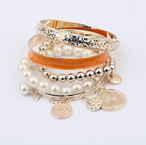 Fashion hollow Multilayer joker Braccialetti di fascino Moneta di metallo Perle di perle Bracciali Braccialetti di moda per le donne Gioielli Accessori casuali