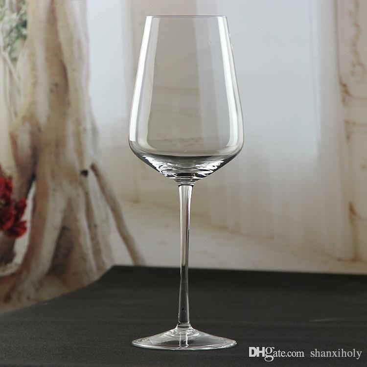 Künstliches geblasenes Kristallrotweinglas handgemachtes Glas des Glases
