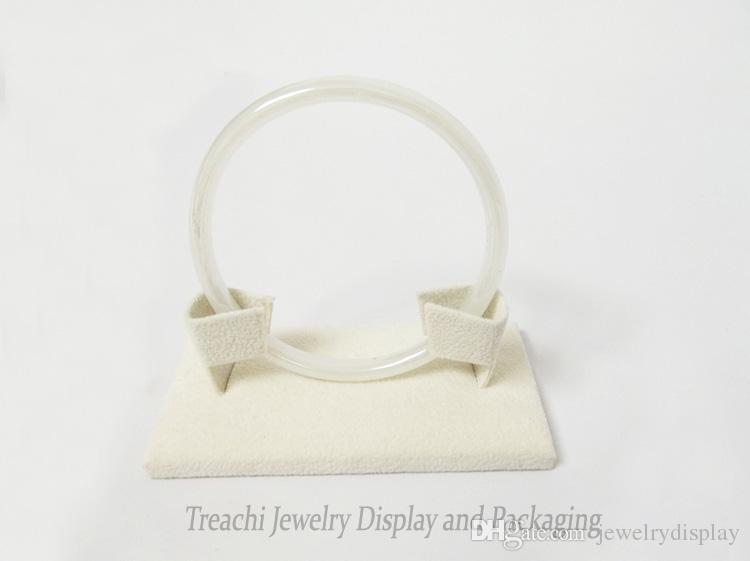 Moda al por mayor 10pcs accesorios de exhibición de joyería profesional, sostenedor de la pulsera de gamuza beige, soporte de brazalete cuadrado, último estilo