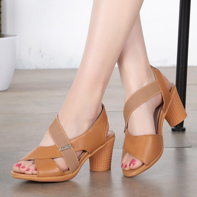 Venta caliente 2020 nueva boca de los pescados Zapatos de mujer sandalias de verano con sandalias del cuero genuino Talones gruesos suaves sandalias cómodas ocasionales de la manera