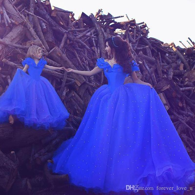 Fabulous Mutter-Tochter-Kleider Prinzessin weg von der Schulter Blau Tulle langen Abschlussball-Partei-Kleid-formales Abendkleid mit Perlen Applikationen