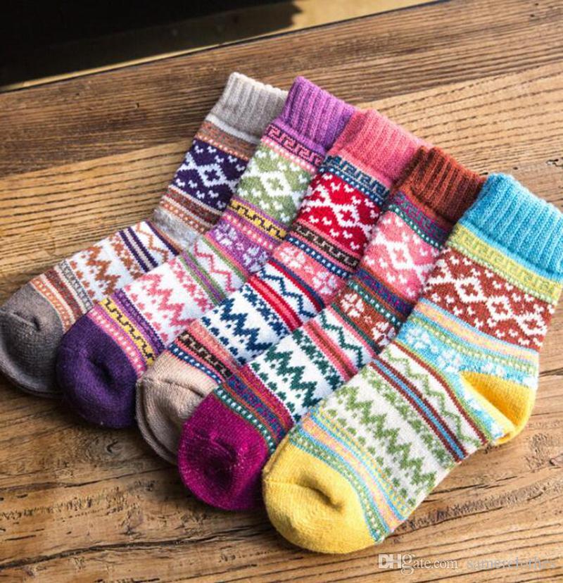 10 pairs Wholesale Wool Socks Winter Women Warm Socks Fashion Colorful Thick Socks Ladies Girls Retro Rabbit Wool Casual Snowflake Sock 5 de