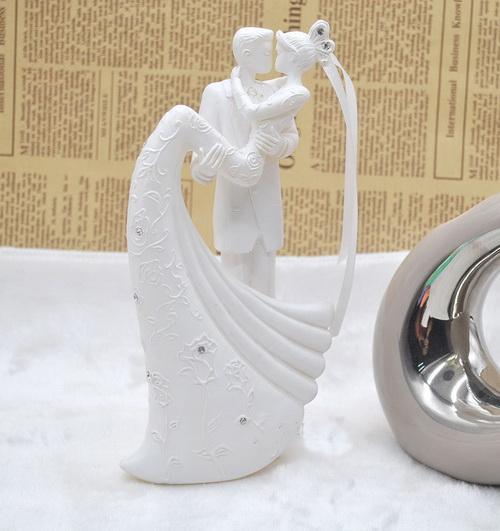 Acheter Cake Toppers Blanc Gateau De Mariage Romantique Topper Mariee Et Le Marie Resine Figurine Peint A La Main De Mariage Gateau De Poupee Europeen