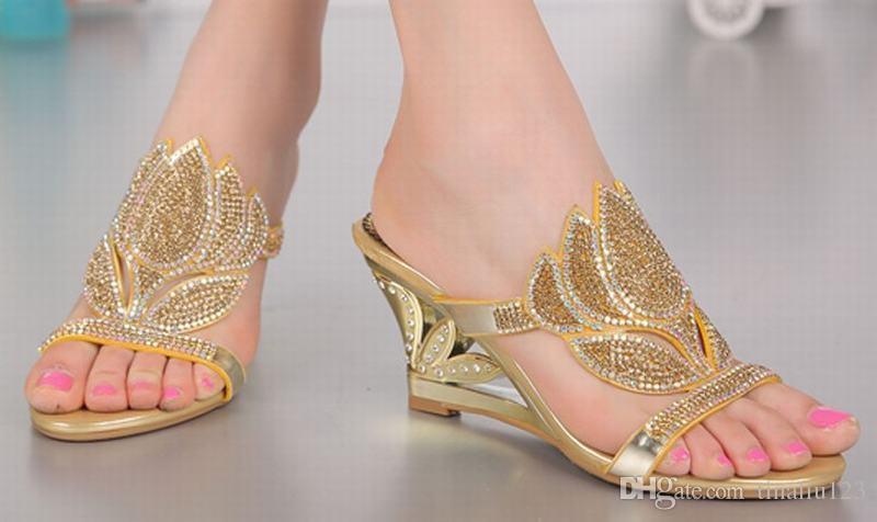 Grande taille 34-44 nouveau 2016 Été Bling bling Cristal Femme Pantoufles De Mode Strass Fleurs Sexy Coins Sandales Élégant Talons hauts Chaussures