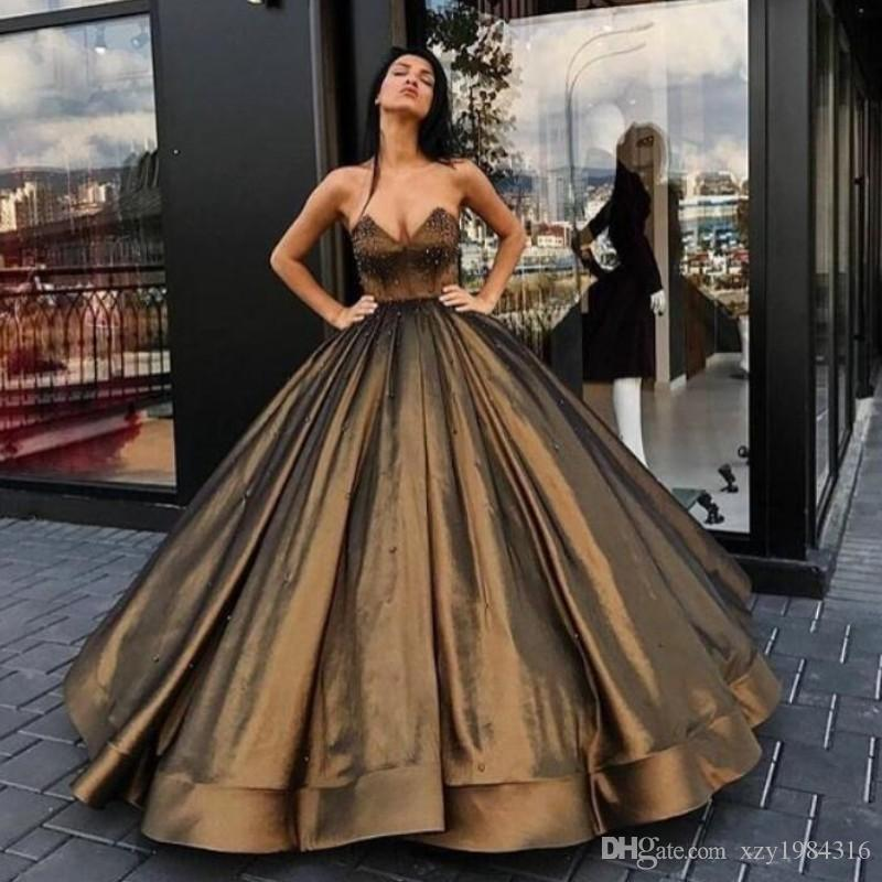 V-Neck Ball Gown Evening Party Dresses Pearls Sleeveless Lace-Up Backless Red Carpet Dress Puffy Ruffles Floor Length Velvet Evening Dresses