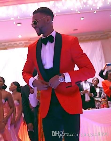2019 vendita calda a buon mercato Smoking in stile classico con un bottone rosso Abiti da sposo Groomsmen Abiti da ballo per uomo Abiti da sposo (Giacca + Pantaloni + Gilet + Papillon)