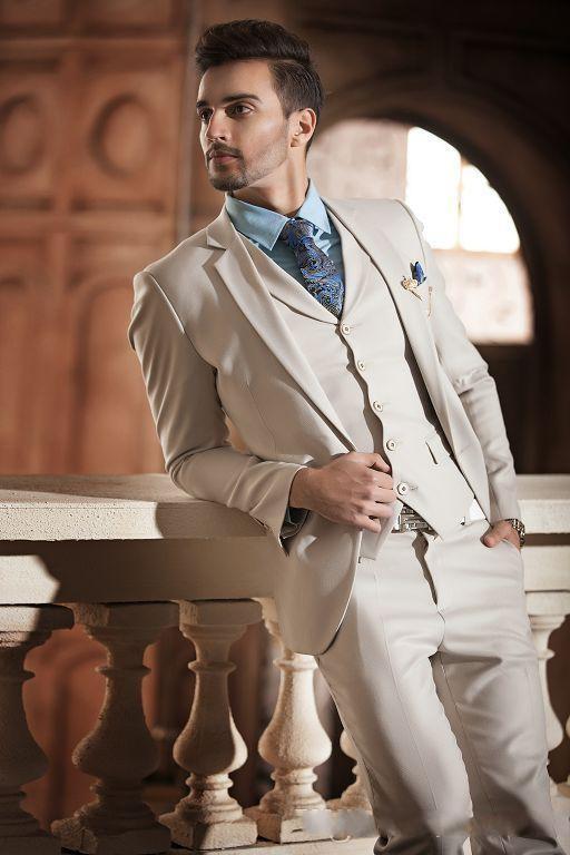 Nuovi Smoking da sposo beige chiaro bello Smoking Abito da sposa da uomo, bavero con risvolto, un bottone, vestibilità aderente (giacca + pantaloni + cravatta + gilet)