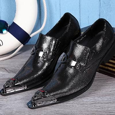 Venta caliente para hombre Ocio de negocios Zapatos de cuero negro Diseñador Metal Toe Charm Slip en los zapatos de cuero para hombre que juega los zapatos