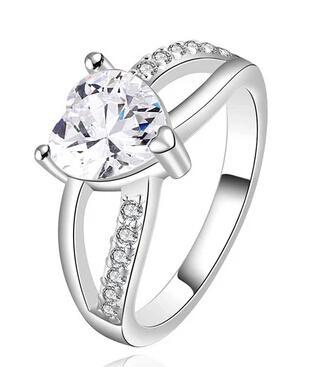 Anello da donna con zirconi cubici a forma di cuore Anello da donna con ciondolo in argento placcato color oro per gioielli di alta qualità nuovo