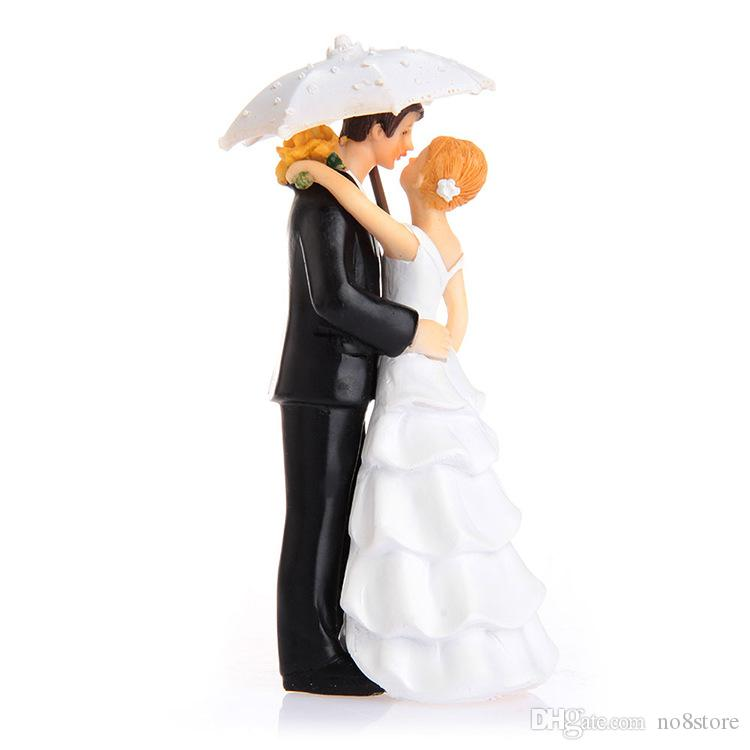 2017 Kissing Under The Umbrella Romantic Wedding Cake Topper Bride