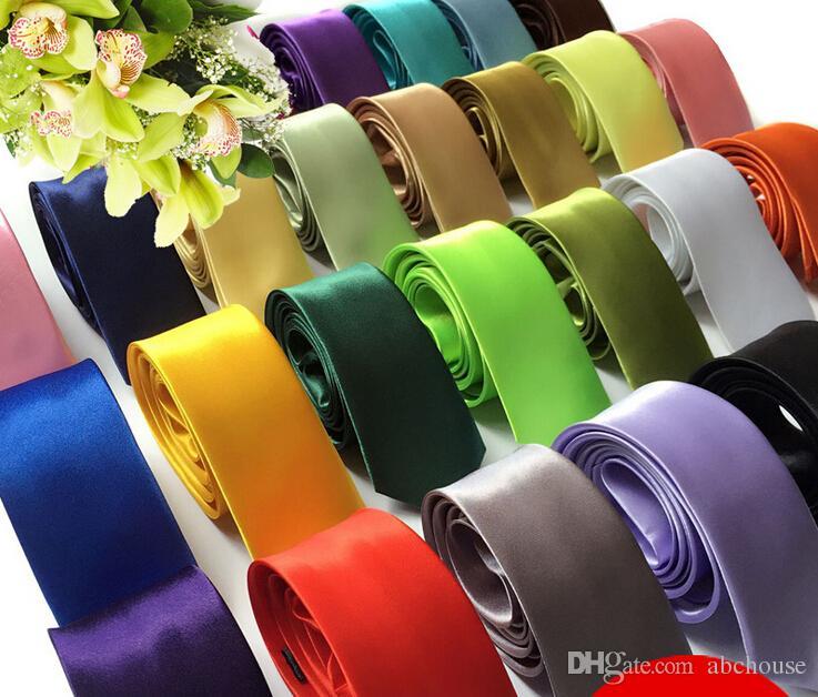 En gros 10 Pcs / lot Nouveaux Hommes Maigre Couleur Unie Plaine Satin Cravate Cravate Cravate En Soie Cravate Noir Et Blanc Cravate En Soie Jacquard Tissé Cravate Cravates