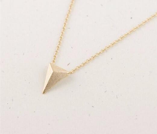 Geometría plana popular collar colgante de oro pirámide dama collar de la muchacha mejor regalo al por mayor envío gratuito