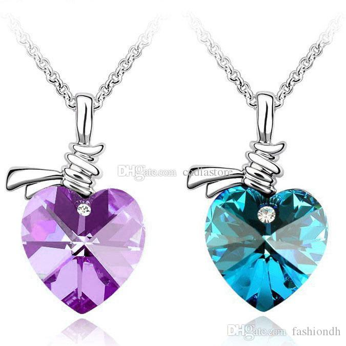 1pcs nuovo stile femminile cristallo amore cuori clavicola catena ciondolo collana C00484