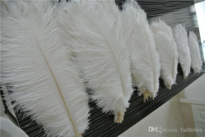 Бесплатная доставка 100 шт. / лот Белый страусиное перо шлейфы для свадьбы центральным декор партия событие feative питания декор перо декор