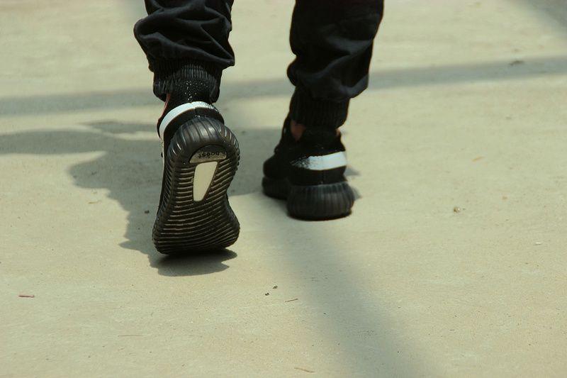 Adidas yeezy boost 350 v2 size 10.5 black white oreo BY1604