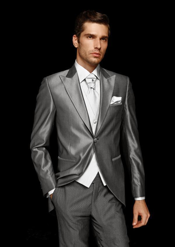 2016 Nuevo Un Botón Gris trajes de novios novio traje de boda esmoquin de boda (Chaqueta + Pantalones + Corbata + Chaleco) Accesorio de boda Novio Esmoquin