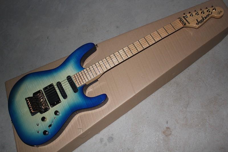 Guitare électrique de rafale bleue d'érable de touche d'érable de vente chaude avec le système de tremolo