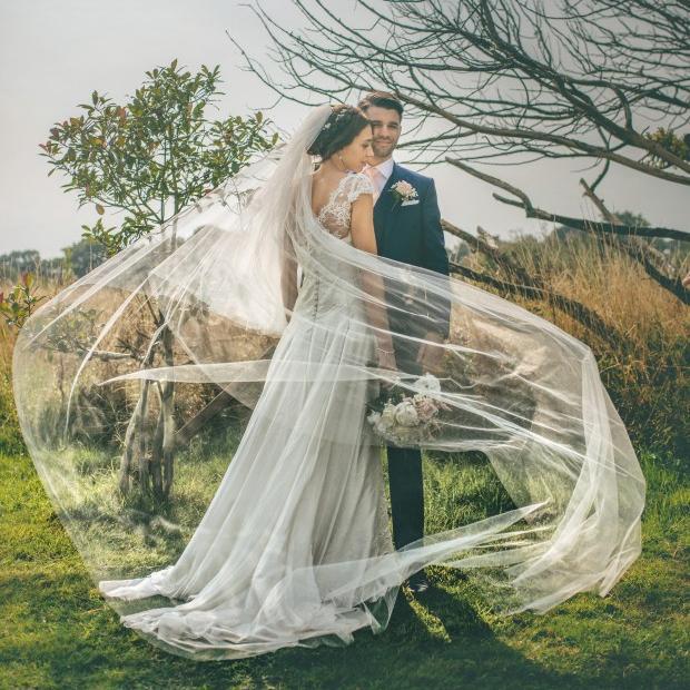 Véus de casamento de marfim clássico com churrasco capela comprimento nupcial véu 2016 branco véu pente cor personalizado sexy velo de novia tulle