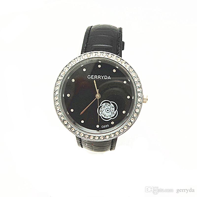 Бесплатная доставка!ПВХ кожаный ремешок,серебряная пластина чехол с Кристалл круг,цветок черный циферблат,gerryda мода женщина Леди кварцевые часы,689