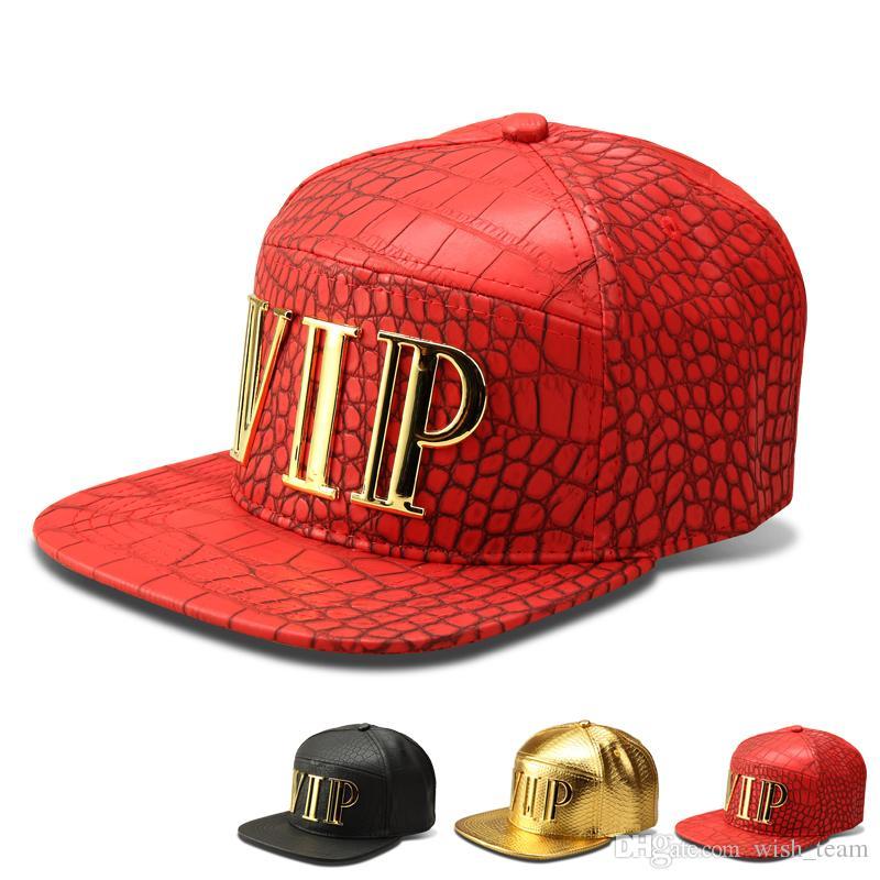 Nuevos hombres de la manera Hip Hop Vip letra gorras de béisbol de imitación de cuero de la PU Casual Unisex al aire libre sombreros de la calle oro / negro Snapback