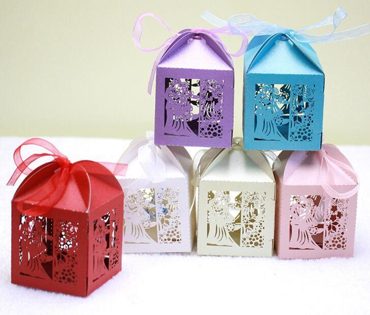 100 pcs Corte A Laser Oco BrideGroom Flor Caixa de Doces Chocolates Caixas Com Fita Para Festa de Casamento Presente Do Favor Do Chuveiro Do Bebê