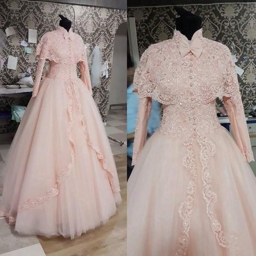 Manches longues musulmanes robes de mariée en dentelle modeste avec manteau perlé élégante Arabian Dubai blush robes de mariée rose col haut avec perle