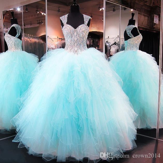 2020 Nuovo Blu di lusso Blu Quinceanera Abiti Cap Manica Crystal Beaded Corsetto Organza Ruffles Backless Long Long Prom Masquerade Ball Gowns Personalizzato