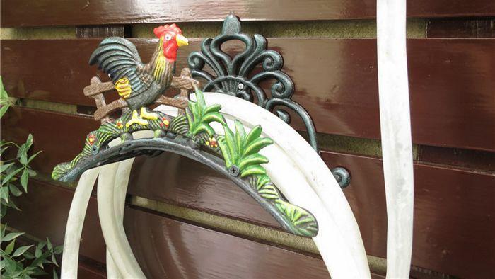 Jardim decorativo Mangueira de Ferro Fundido Titular Frango Galo de Ferro Forjado Mangueira Cabide NOVA Montado Na Parede de Metal Tubo Hange Rack Organizador Do Vintage